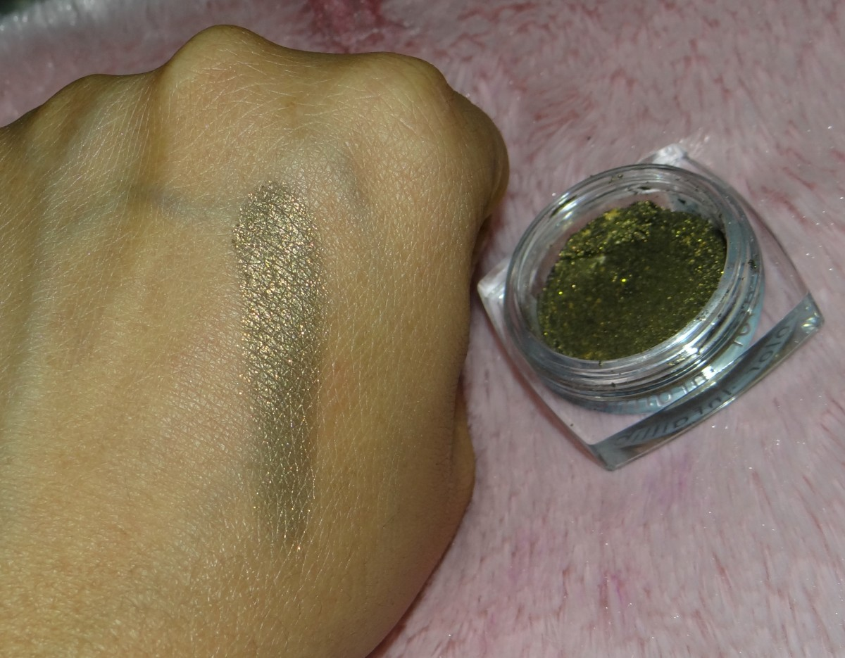 L'Oreal Color Infallible Eyeshadow 040 Cosmic Black swatches