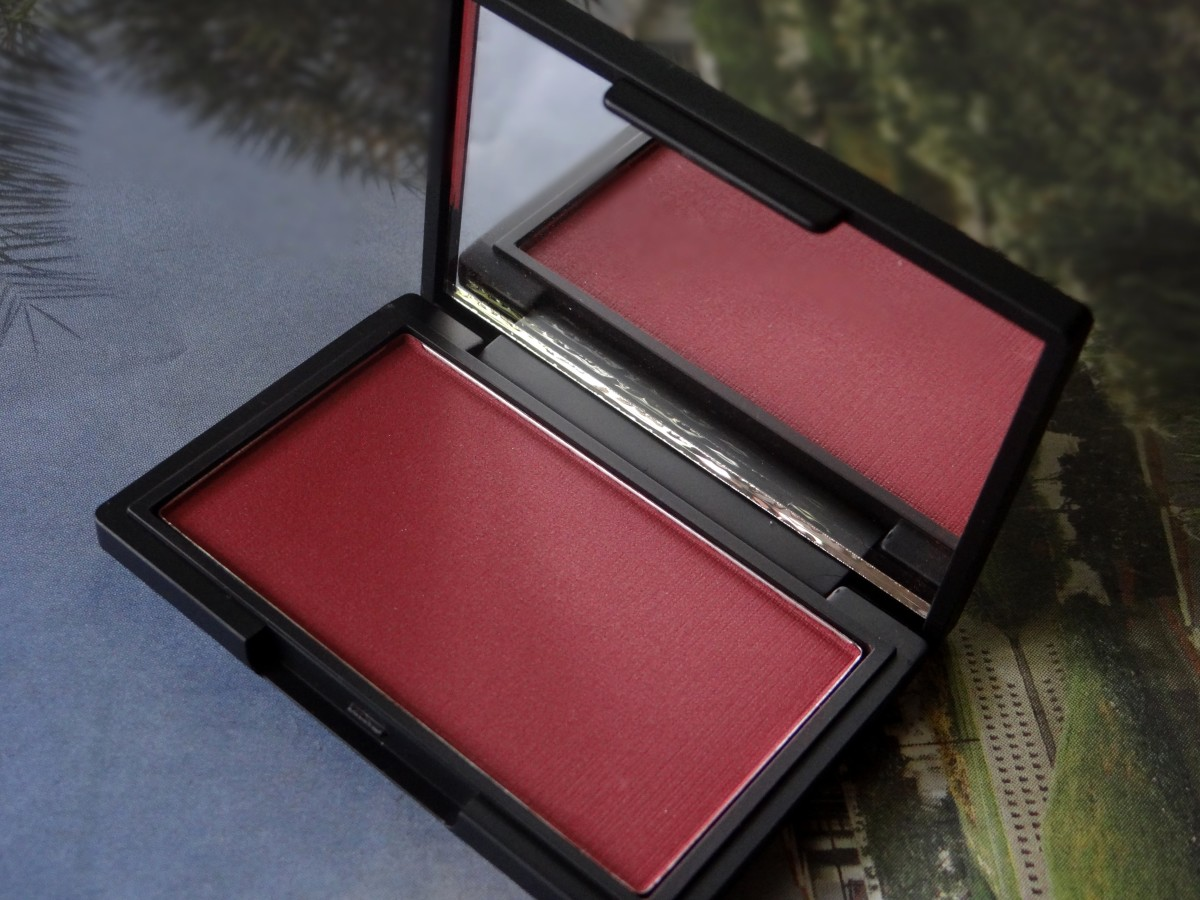 Sleek makeup blush in flushed swatches