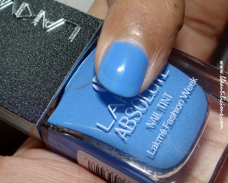 Lakme Absolute Nail Tint Blue Breeze Review (3)