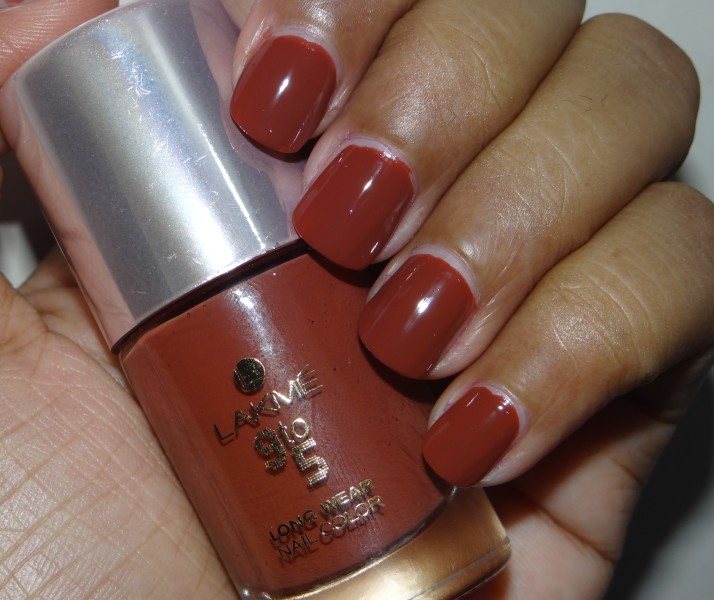 Lakme 9 to 5 nail color Oak Room (5)