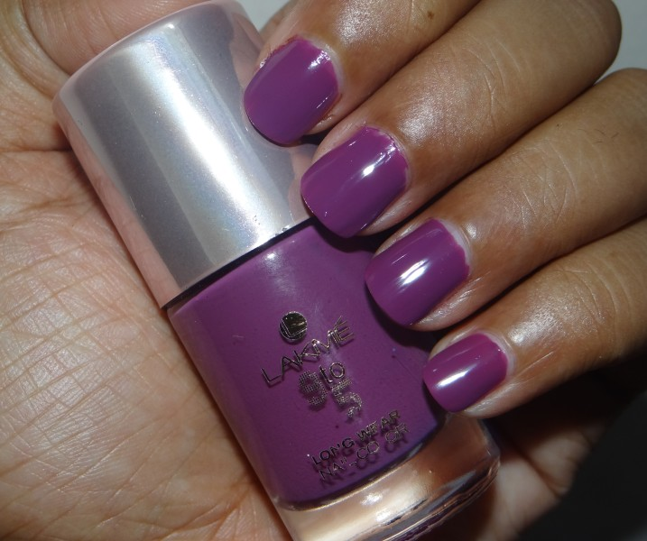 Lakme 9 to 5 nail color grape taxation (1)
