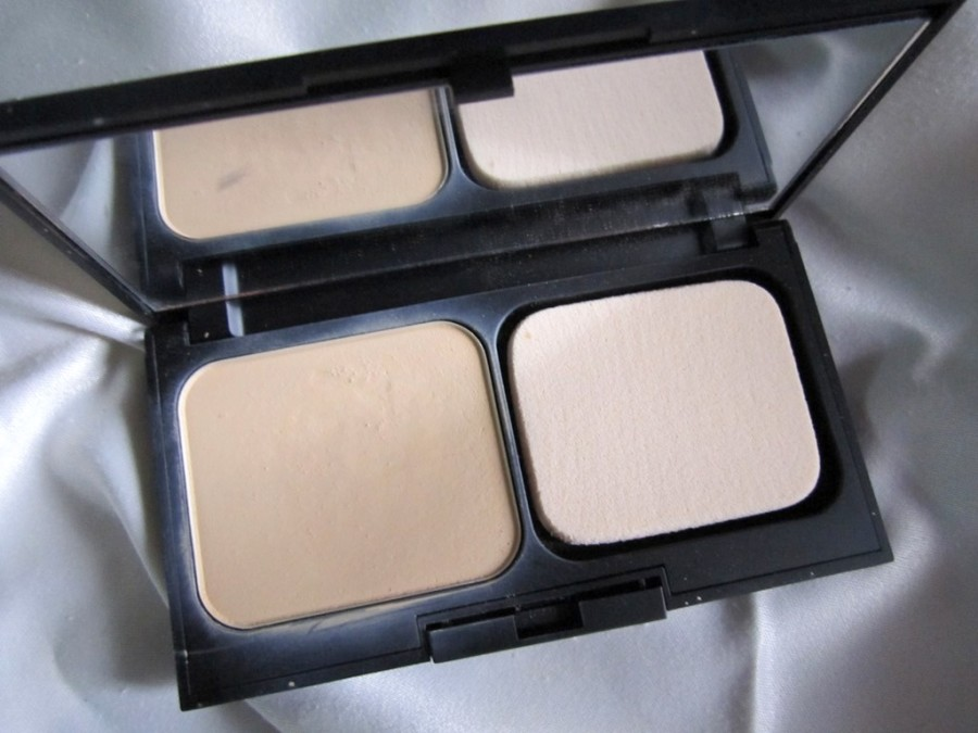 Revlon Photoready Two Way Powder Foundation Review Swatches Photos (3)