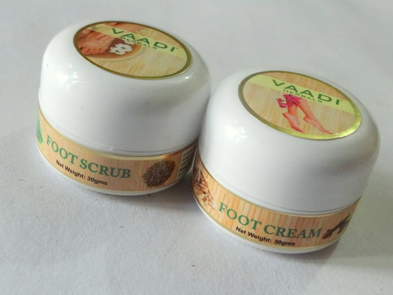 Vaadi Herbals foor cream and foot scrub review (2)