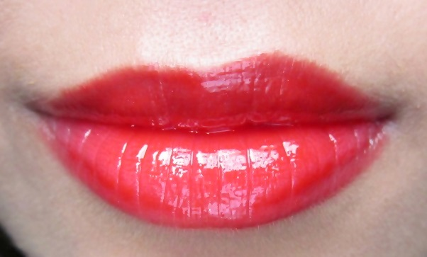 MAC Russian Red Lipglass Review Swatches Pics (2)