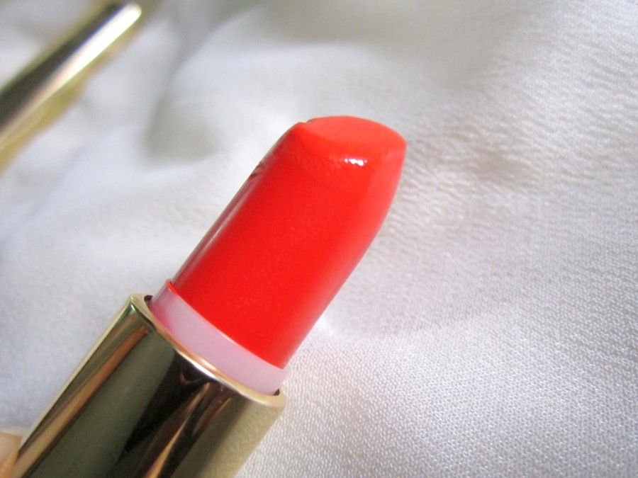 Oriflame More by Demi Moore Lipstick review (8)