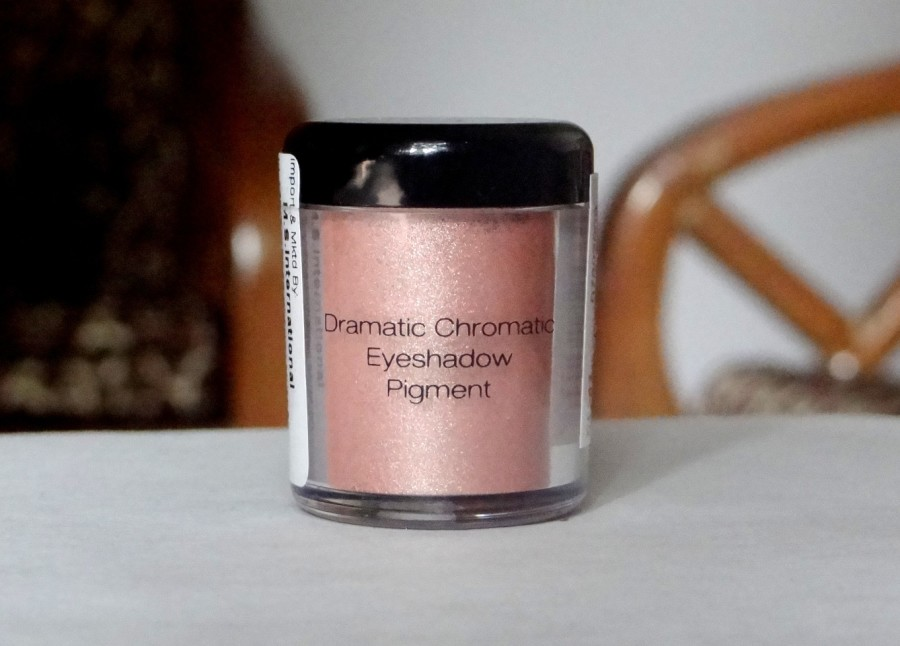 NYX Dramatic Chromatic Eyeshadow Pigment Golden Peach Review (13)