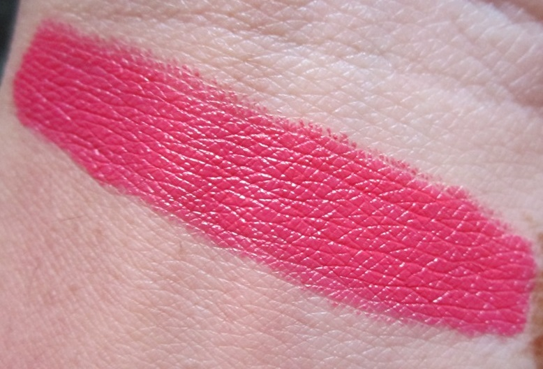 Sleek True Color Lipstick Candy Cane Review (1)