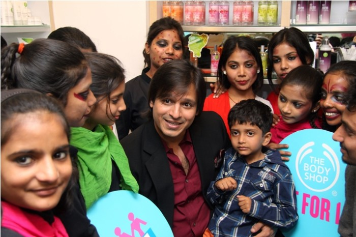 Actor Vivek at with FFLV NGO  girls at The Body Shop for SHE - Support her education Campaign
