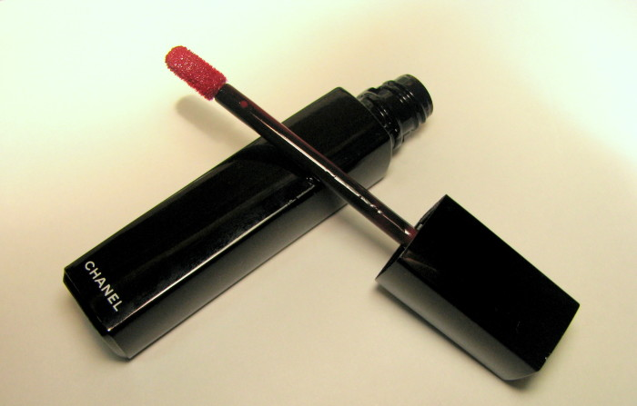 Chanel Rouge Allure Extrait de Gloss Fatale – Review and Swatches (3)
