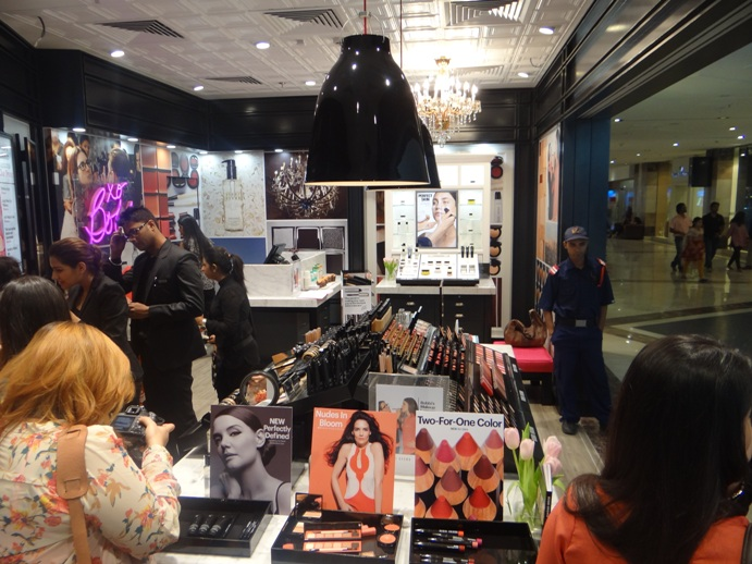 Bobbi Brown Store Ambience Mall Gurgaon India pitures (5)