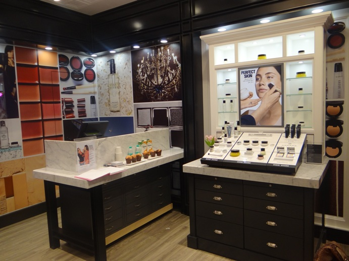 Bobbi Brown Store Ambience Mall Gurgaon India pitures (6)