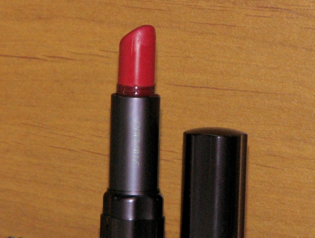 Shiseido Perfect Rouge Glowing Matte Lipstick  Coral Glow (3)