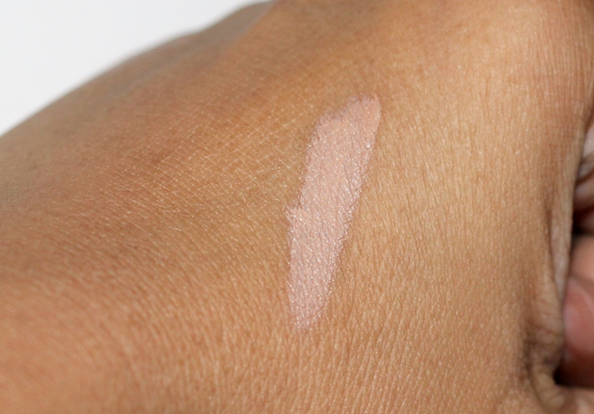 Maybelline Dream Lumitouch Highlighting Concealer Honey review  (1)