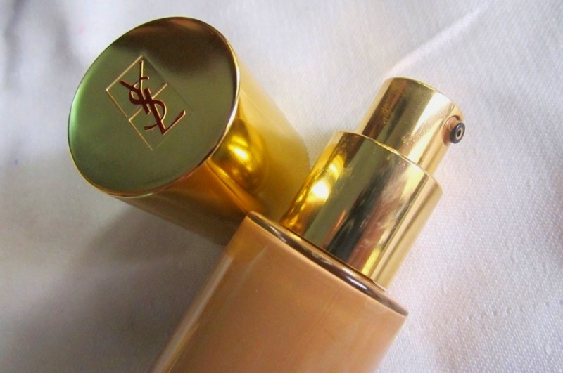 YSL Le Teint Touche Eclat Illuminating Foundation Review, Swatches & Photos (4)
