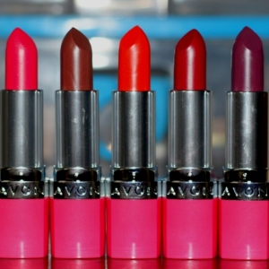 Avon Ultra Color Absolute Lipstick Swatches Lovely Fuchsia Buttered Rum Caring Coral Rich Merlot Smooth Plum (4)