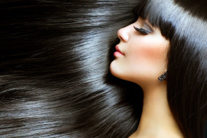 4 Ways to Get Soft & Shiny Hair Naturally at Home