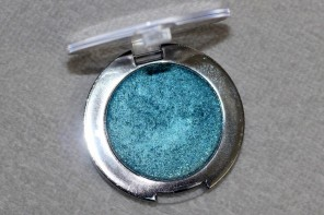Essence Metal Glam Eyeshadow Jewel Up The Ocean Review