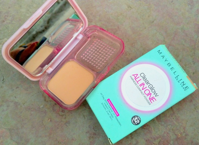 Maybelline clear glow all in one fairness compact powder review photos (3)