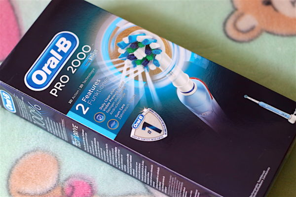 Oral B Pro 2000 3D Action Electric Rechargeable Toothbrush