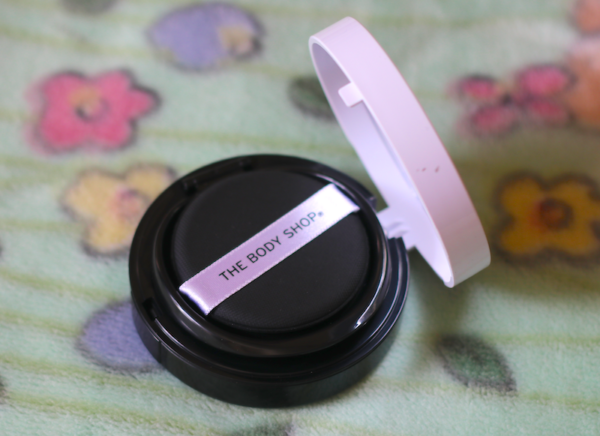 The Body Shop Fresh Nude Cushion Foundation Wanaka Honey Review swatches photos price india