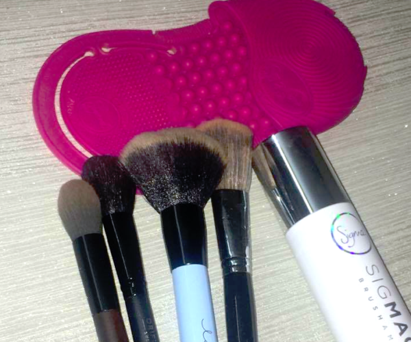 How To Clean Makeup Brushes Quickly - Step By Step