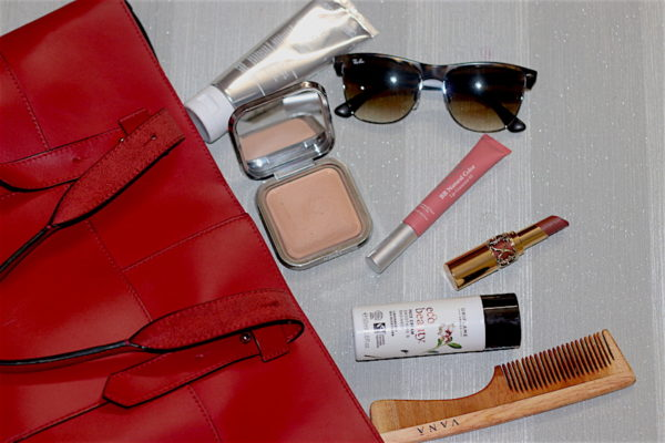 Top 10 Handbag Essentials For Working Woman