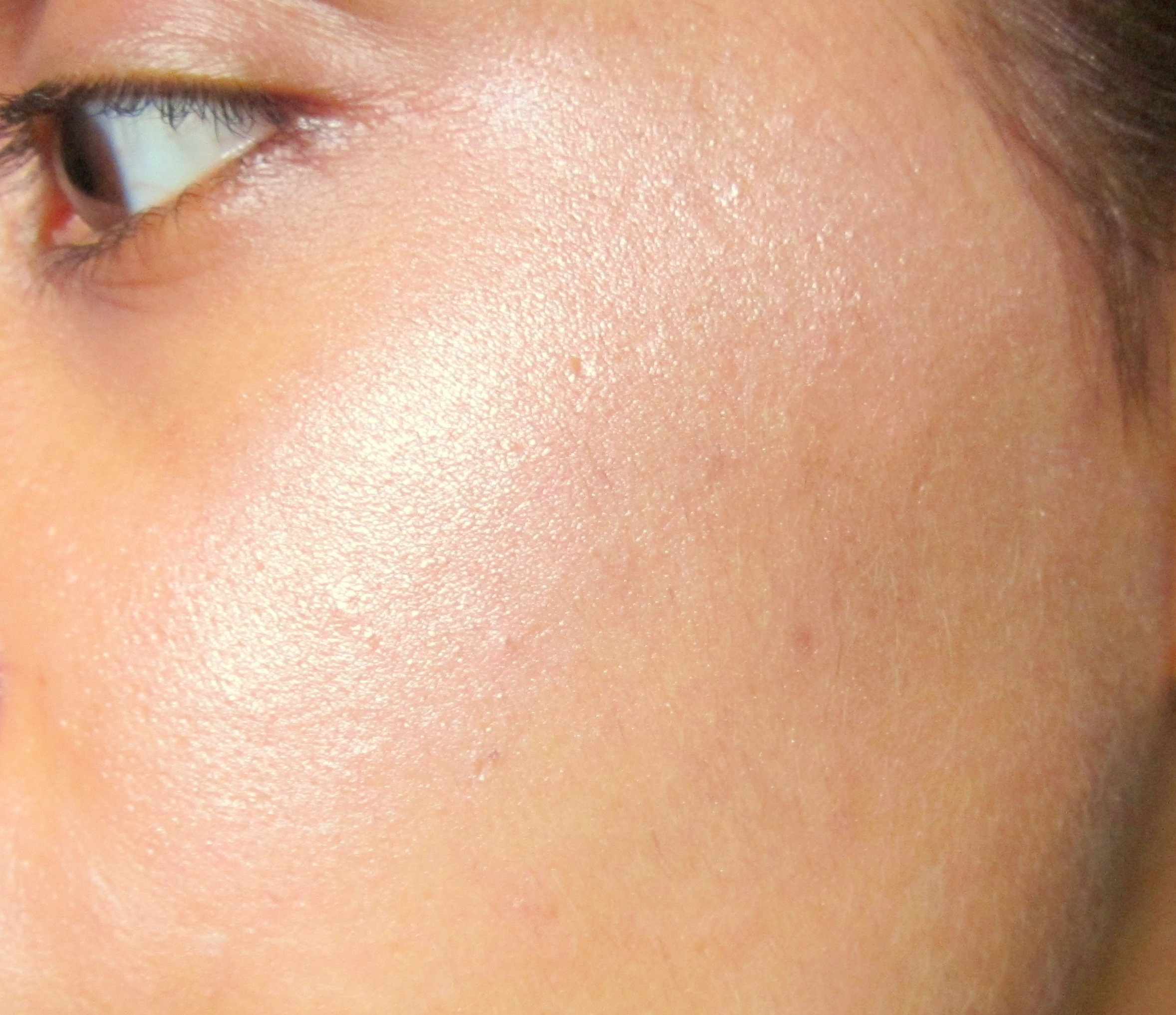Makeup Revolution I Herat Blushing Hearts Dess Of Love Highlighter Review Swatches Photos